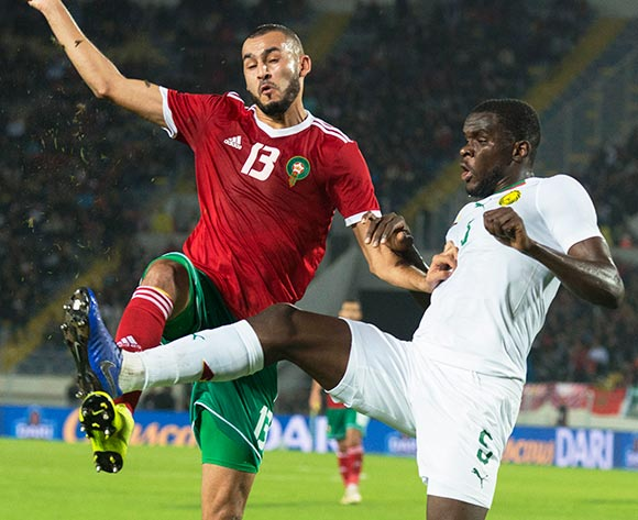 epa07171293 Morocco's Khalid Boutaib (L) in action against Cameroon's Michael Ngadeu-Ngadjui (R) during the Africa Cup of Nations (AFCON) 2019 qualifying soccer match between Morocco and Cameroon in Casablanca, Morocco, 16 November 2018.  EPA/JALAL MORCHIDI
