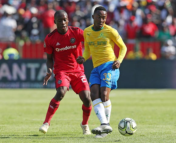 Lebohang Maboe of Mamelodi Sundowns challenged by Ben Motshwari of Orlando Pirates during the Absa Premiership 2018/19 match between Mamelodi Sundowns and Orlando Pirates at the Loftus Versveld Stadium, Pretoria on 10 November 2018 ©Muzi Ntombela/BackpagePix
