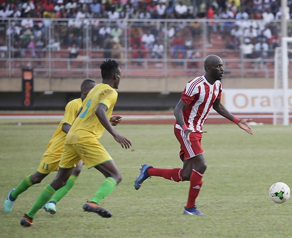 Anthony Lanfor(R)  in action with Zimbabwean Defender during AFCON 2019 qualifier match between Liberia and Zimbabwe at the Samuel Kanyon Doe Sport Complex in Paynesville, outside Monrovia, Liberia. 18th November 2018. Liberia 1 Zimbabwe 0