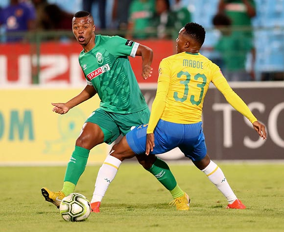 Thembela Sikhakhane of AmaZulu challenged by Lebohang Maboe of Mamelodi Sundowns during the the Absa Premiership 2018/19 match between Mamelodi Sundowns and AmaZulu at Loftus Versfeld Stadium, Johannesburg on 29 January 2019 ©Samuel Shivambu/BackpagePix