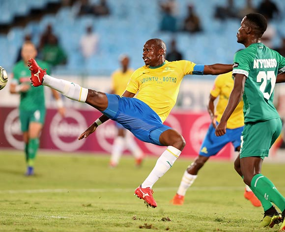 Hlompho Kekana of Mamelodi Sundowns challenged by Tapelo Nyongo of AmaZulu during the the Absa Premiership 2018/19 match between Mamelodi Sundowns and AmaZulu at Loftus Versfeld Stadium, Johannesburg on 29 January 2019 ©Samuel Shivambu/BackpagePix