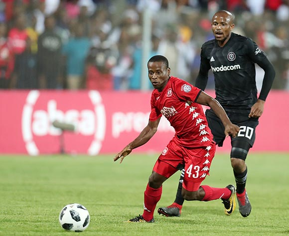 Lindokuhle Mbatha of Highlands Park challenged by Xola Mlambo of Orlando Pirates during the Absa Premiership 2018/19 match between Highlands Park and Orlando Pirates at the Makhulong Stadium, Tembisa on 08 January 2019 ©Muzi Ntombela/BackpagePix