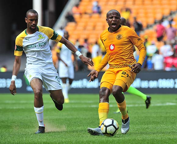 Lebogang Manyama of Kaizer Chiefs challenged by Tiyani Mabunda of Mamelodi Sundowns during the Absa Premiership 2018/19 match between Kaizer Chiefs and Mamelodi Sundowns at FNB Stadium, Johannesburg on 05 January 2019 ©Samuel Shivambu/BackpagePix