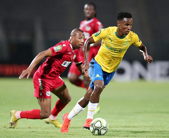 Themba Zwane of Mamelodi Sundowns challenged by Brahim Nakach of Wydad during the 2019 TOTAL CAF Champions League match between Mamelodi Sundowns and Wydad at the Lucas Moripe Stadium, Atteridgeville on the 19 January 2019 ©Muzi Ntombela/BackpagePix