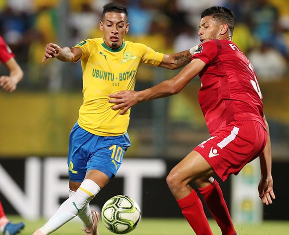 Achraf Dari of Wydad challenges Leandro Sirino of Mamelodi Sundowns during the 2019 TOTAL CAF Champions League match between Mamelodi Sundowns and Wydad at the Lucas Moripe Stadium, Atteridgeville on the 19 January 2019 ©Muzi Ntombela/BackpagePix