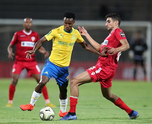 Themba Zwane of Mamelodi Sundowns challenged by Walid El Karti of Wydad during the 2019 TOTAL CAF Champions League match between Mamelodi Sundowns and Wydad at the Lucas Moripe Stadium, Atteridgeville on the 19 January 2019 ©Muzi Ntombela/BackpagePix