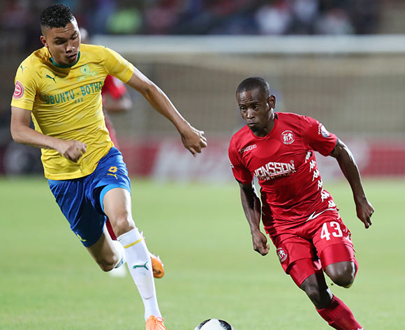 Lindokuhle Mbatha of Highlands Park challenged by Ricardo Nascimento of Mamelodi Sundowns during the Absa Premiership 2018/19 match between Highlands Park and Mamelodi Sundowns at the Makhulong Stadium, Tembisa on the 22 January 2019 ©Muzi Ntombela/BackpagePix