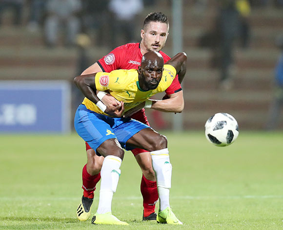 Anthony Laffor of Mamelodi Sundowns shields Ryan Rae of Highlands Park during the Absa Premiership 2018/19 match between Highlands Park and Mamelodi Sundowns at the Makhulong Stadium, Tembisa on the 22 January 2019 ©Muzi Ntombela/BackpagePix