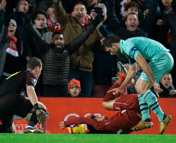 Jurgen Klopp defends Mohamed Salah against diving accusations