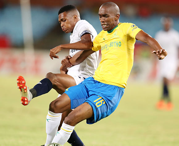Anele Ngcongca of Mamelodi Sundowns challenged by Gift Links of Cape Town City during the Absa Premiership 2018/19 match between Mamelodi Sundowns and Cape Town City at the Loftus Versveld Stadium, Pretoria on the 27 February 2019 ©Muzi Ntombela/BackpagePix