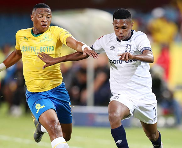 Gift Links of Cape Town City challenged by Andile Jali of Mamelodi Sundowns during the Absa Premiership 2018/19 match between Mamelodi Sundowns and Cape Town City at the Loftus Versveld Stadium, Pretoria on the 27 February 2019 ©Muzi Ntombela/BackpagePix