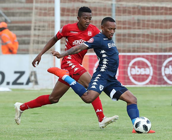 Lehlohonolo Majoro of Bidvest Wits challenged by Spiwe Msimango of Highlands Park during the Absa Premiership 2018/19 football match between Highlands Park and Bidvest Wits at Makhulong Stadium, Tembisa on 09 February 2019 ©Gavin Barker/BackpagePix