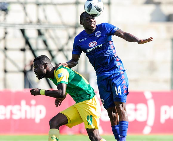 Onismor Bhasera of Supersport United wins the battle between him and Knox Mutizwa of Lamontville Golden Arrows during the Absa Premiership 2018/19 game between Golden Arrows and SuperSport United at Sugar Ray Xulu Stadium in Durban the on 10 February 2019 © Gerhard Duraan/BackpagePix