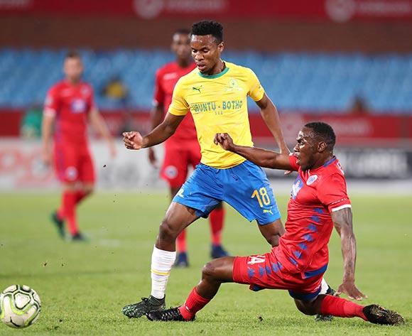 Themba Zwane of Mamelodi Sundowns tackled by Onismor Bhasera of Supersport United during the Absa Premiership 2018/19 match between Mamelodi Sundowns and Supersport United at the Loftus Versveld Stadium, Pretoria on the 17 April 2019 ©Muzi Ntombela/BackpagePix