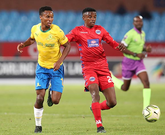 Themba Zwane of Mamelodi Sundowns challenged by Teboho Mokoena of Supersport United during the Absa Premiership 2018/19 match between Mamelodi Sundowns and Supersport United at the Loftus Versveld Stadium, Pretoria on the 17 April 2019 ©Muzi Ntombela/BackpagePix