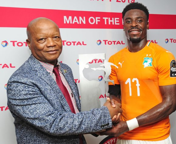 Serge Aurier of Ivory Coast receives the Total Man of the Match award after the 2019 Africa Cup of Nations Finals game between Ivory Coast and South Africa at Al Salam Stadium in Cairo, Egypt on 24 June 2019 © Ryan Wilkisky/BackpagePix