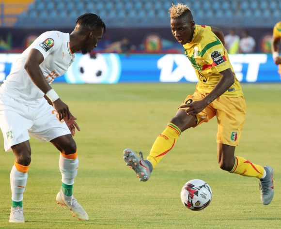Moussa Djenepo of Mali challenged by Bagayoko Mamadou of Ivory Coast during the 2019 Africa Cup of Nations Finals Last 16 football match between Ivory Coast and Mali at the Suez Stadium, Suez, Egypt on 08 July 2019 ©Gavin Barker/BackpagePix