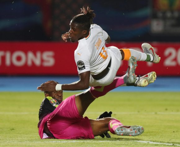 Wilfried Zaha of Ivory Coast scores past Djigui Diarra of Mali during the 2019 Africa Cup of Nations Finals Last 16 football match between Ivory Coast and Mali at the Suez Stadium, Suez, Egypt on 08 July 2019 ©Gavin Barker/BackpagePix