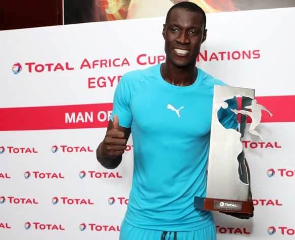 Alfred Gomis of Senegal wins TOTAL Man of the Match award during the 2019 Africa Cup of Nations Semifinals match between Senegal and Tunisia at the 30 June Stadium, Cairo on the 14 July 2019 ©Muzi Ntombela/BackpagePix