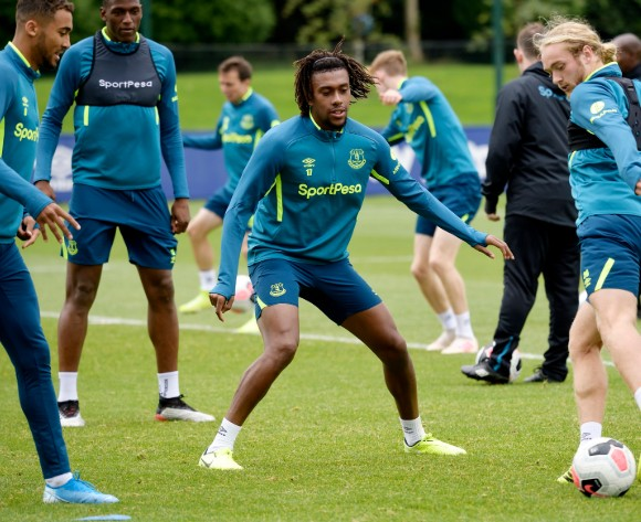 Everton boss Silva eager to get Iwobi on the pitch