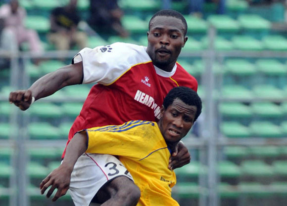 Obinna Nwachukwu of Heartland wrestles with Mustapha Bashir of Bukola Babes for possession
