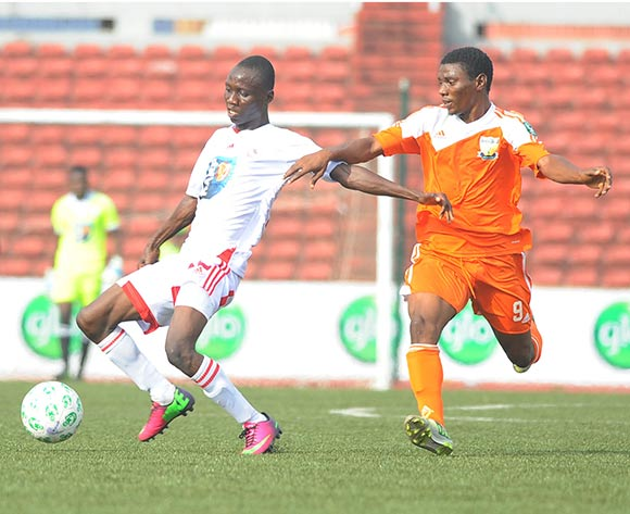 Dayo Ojo of Sunshine Stars challenges Nwachukwu Obinna of Rangers during the Glo Nigeria Premier League 2014  match between Rangers and Sunshine Stars on April 6, 2014 at Nnamdi Azikiwe Stadium, Enugu, Enugu state