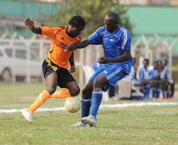 Arthur Mukisa (R) of SC Villa challenges Daniel Wagaruka (L) of Soana FC during the 2014 Fufa Super League at Nakivubo Stadium, Kampala on 07 February 2014 ©Ismail Kezaala/BackpagePix
